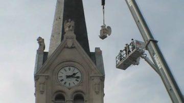 2006 – Pose de la statue sur le clocher de l'église