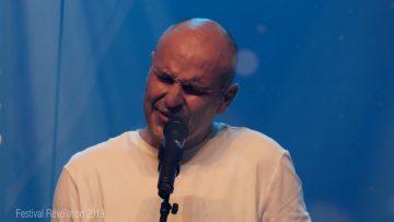 """2019 – Hervé Descoubes chante """"Franchir le pas"""" à Révélation"""